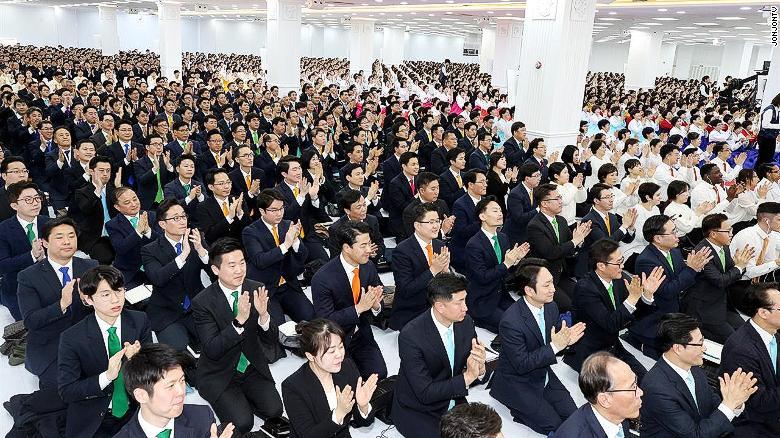 Virus corona đã lan khắp giáo phái Tân Thiên Địa ở Hàn Quốc như thế nào?