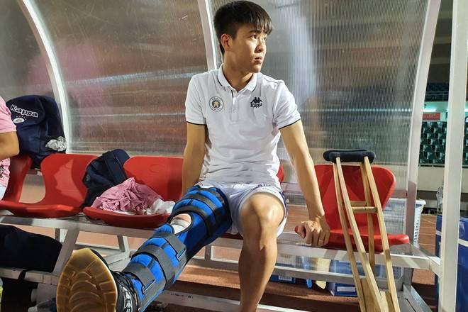 Duy Mạnh gặp chấn thương nặng, hàng thủ Việt Nam chính thức 'tan nát' trước trận gặp Malaysia