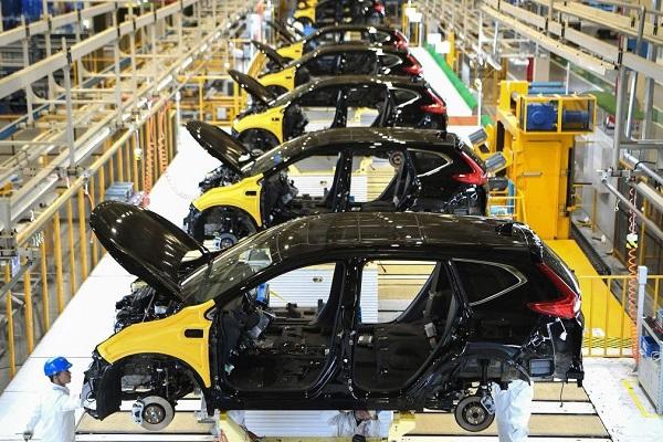 Virus corona tiếp tục 'bóp nghẹt' ngành công nghiệp ôtô thế giới