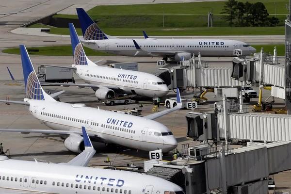 Pin dự phòng phát nổ khiến máy bay của hãng hàng không Mỹ phải hạ cánh khẩn cấp