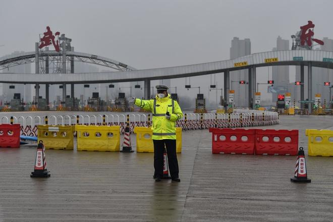 Trung Quốc sa thải 3 quan chức vì đã thả tù nhân mắc bệnh ở Vũ Hán