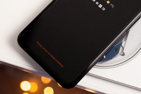 Android 11 sẽ cho bạn biết khi nào cần di chuyển chiếc điện thoại để sử dụng sạc không dây