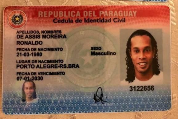 Danh thủ Ronaldinho bị bắt