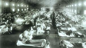 Trong những năm 1800, con người phòng bệnh đậu mùa bằng cách lây cho nhau để có sự miễn dịch sau khi được chữa khỏi (Ảnh: Alamy)