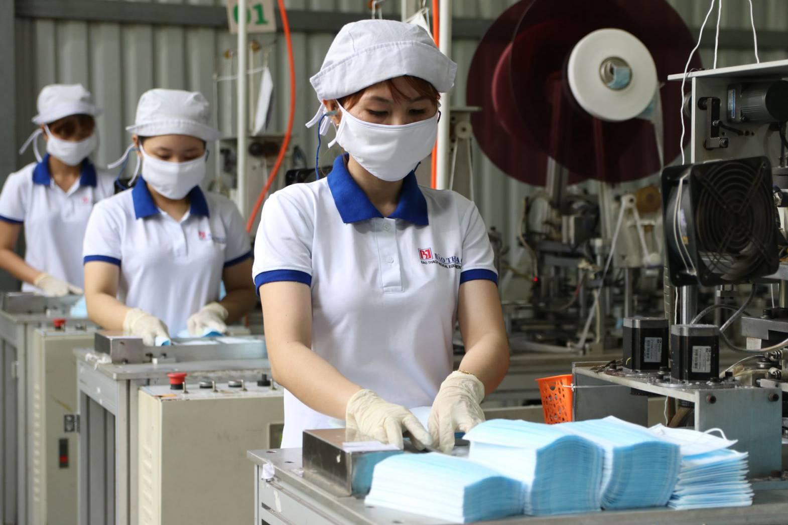 Danh sách nơi sản xuất khẩu trang y tế, nước rửa tay sát khuẩn, kèm số điện thoại