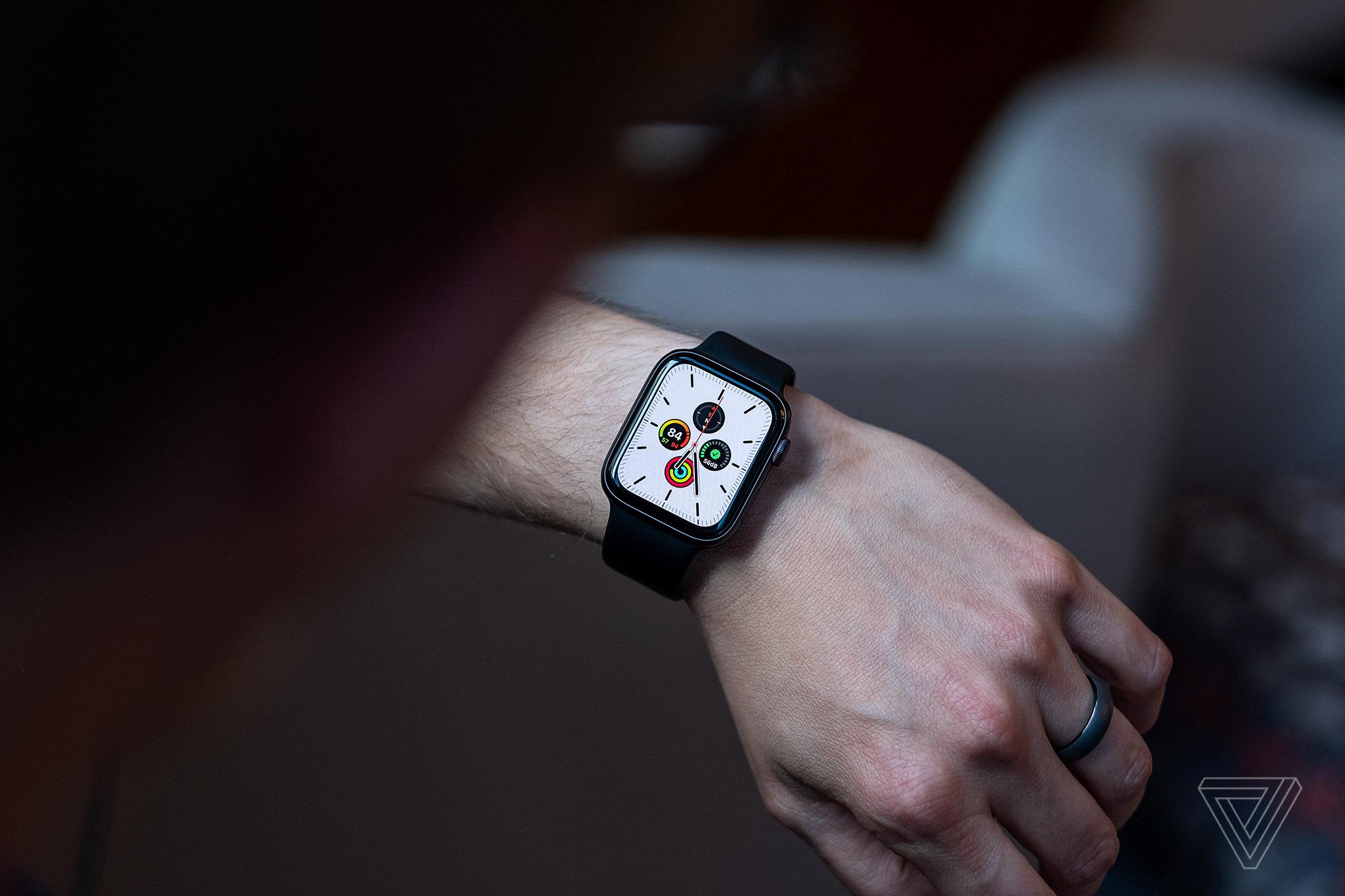 Rò rỉ hàng loạt tính năng của HĐH Apple watchOS 7: theo dõi giấc ngủ, chia sẻ mặt đồng hồ