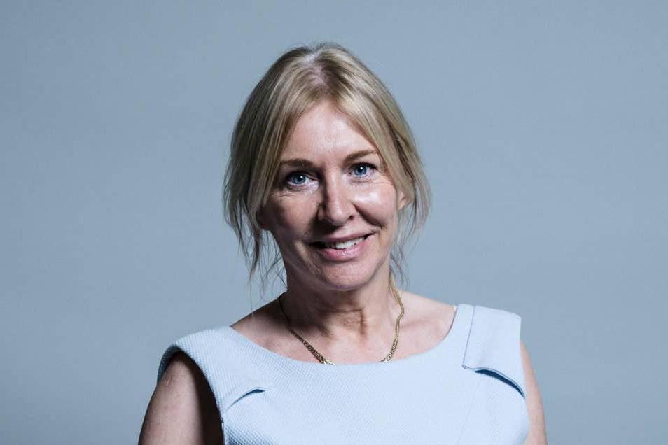 Thứ trưởng bộ Y tế Anh và ông chủ CLB Nottingham Forest công bố nhiễm Covid-19