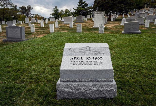 Bia tưởng niệm sự kiện USS Thresher tại Nghĩa trang Arlington (Ảnh: The Washington Post/Getty Images)