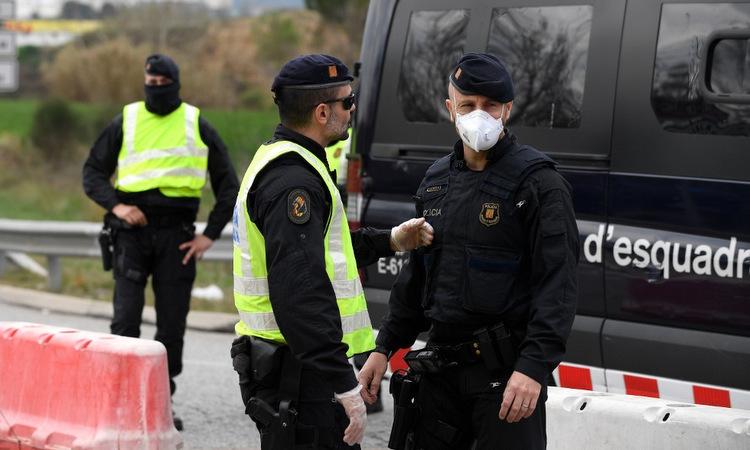 Tây Ban Nha thêm gần 1.000 ca nhiễm nCoV trong 24 giờ