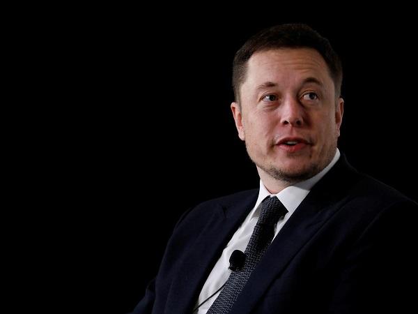 """Elon Musk đổi giọng, cho nhân viên ở nhà nếu """"lo sợ virus Corona"""""""