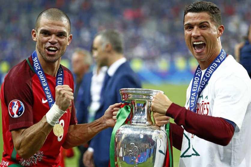 Euro 2020 đã bị hoãn, giờ là lúc FIFA và UEFA đối đầu nhau chuyện tiền bạc?