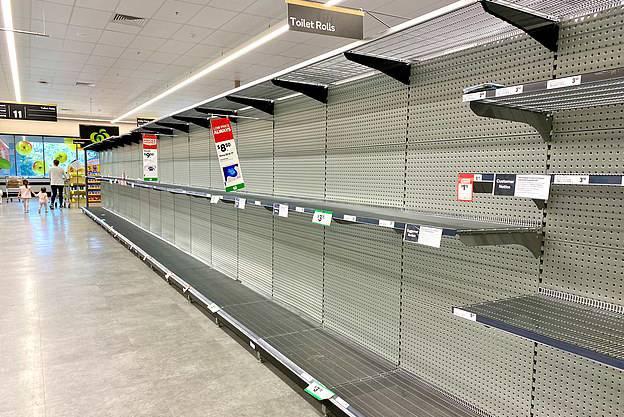 Trộm giấy vệ sinh hoành hành, thiếu gạo và bột mì trầm trọng ở siêu thị tại Úc vì Covid-19