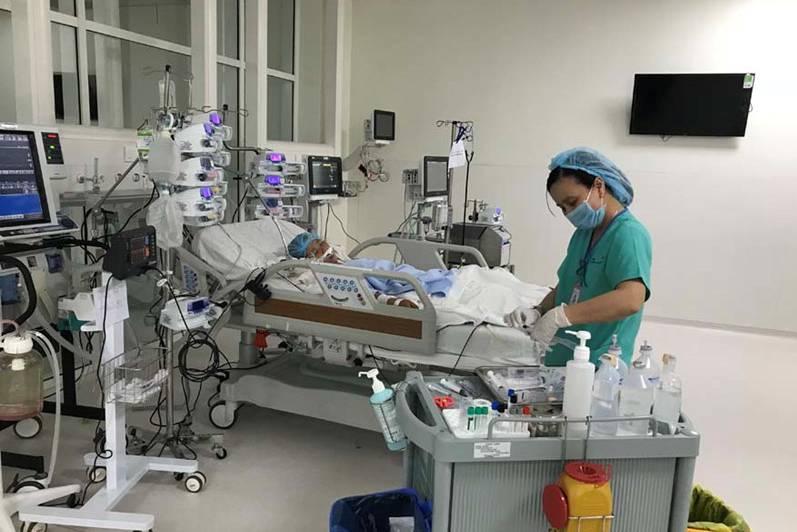 Bác gái bệnh nhân thứ 17 được chỉ định can thiệp ECMO - 'quân bài chiến lược' cứu sống nhiều bệnh nhân