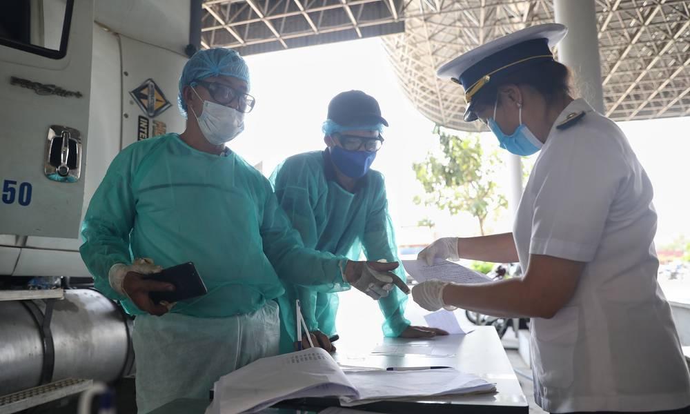 Bộ Y tế hướng dẫn dùng lò vi sóng tiệt trùng khẩu trang đã qua sử dụng phòng dịch Covid-19