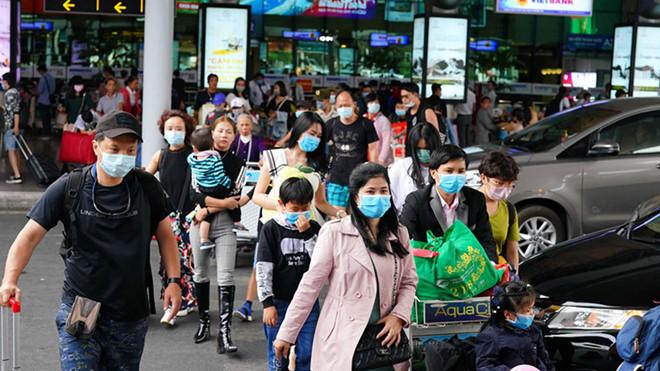 Quá tải khu cách ly tại TP.HCM, dừng nhận công dân Việt qua Tân Sơn Nhất