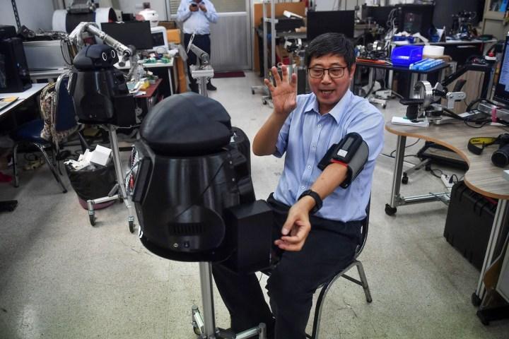 """Thái Lan dùng """"robot ninja"""" để giám sát các bệnh nhân COVID-19"""