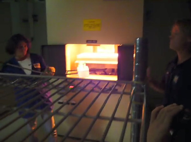 Bí ẩn phía sau viên gạch nóng 1.200 độ C có thể cầm lên bằng tay không