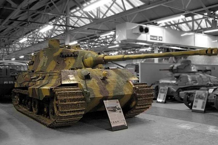 Xe tăng King Tiger của Đức Quốc xã: Vũ khí tối thượng hay Thùng rỗng kêu to?