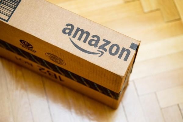 """Amazon """"chơi bẩn"""": hoãn ship hàng của đối thủ, ưu tiên ship nhanh các mặt hàng tự bán"""