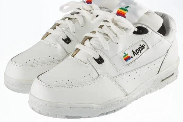 Đôi sneaker Apple này giá đến hơn 230 triệu đồng