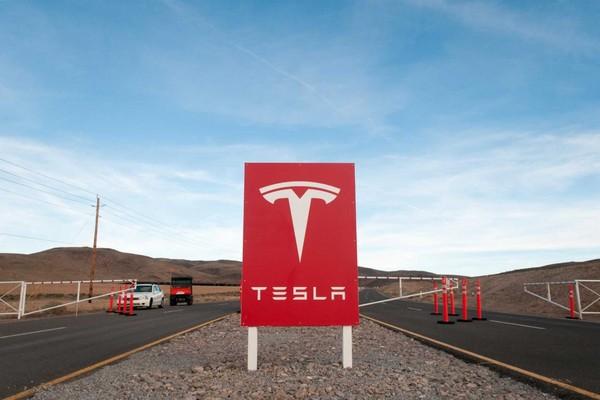 Tesla cho 75% nhân viên tạm nghỉ việc vì dịch bệnh tại nhà máy ở Nevada