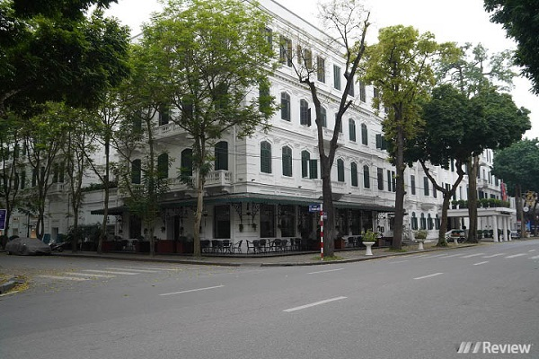 Đường phố Hà Nội vắng như Tết vì dịch Covid-19
