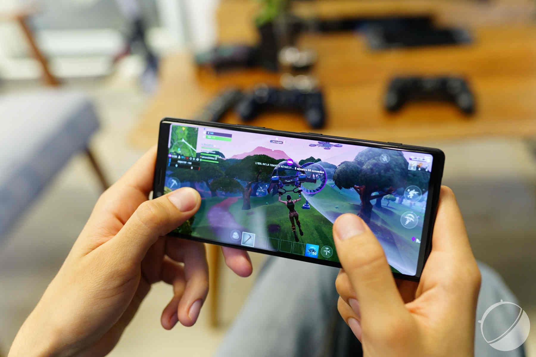 Vượt gaming phone, Xperia 1 trở thành chuẩn điện thoại thi đấu của QQ Speed Mobile