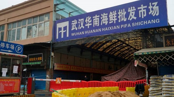 """Người bán tôm ở Vũ Hán được xác nhận là """"bệnh nhân số 0"""" của đại dịch Covid-19"""