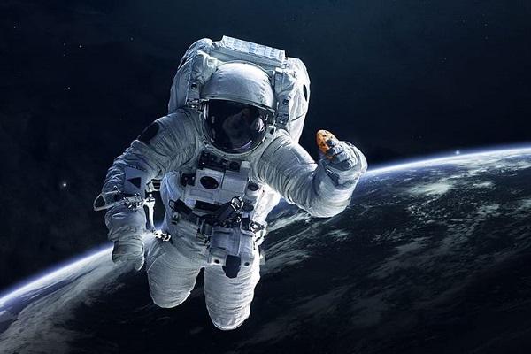 """Phi hành gia chia sẻ kinh nghiệm sống trong môi trường """"cách ly"""""""