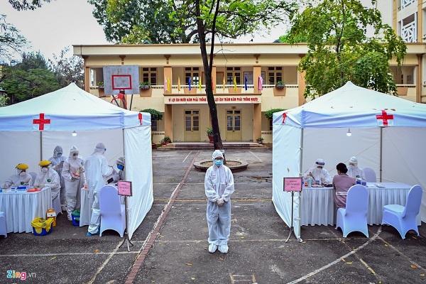 Hình ảnh xét nghiệm nhanh Covid-19 tại Hà Nội, nhiều người vui mừng vì kết quả âm tính