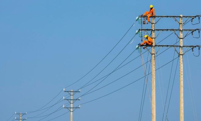 Bộ Công thương đề xuất giảm 10% giá điện, cả điện sản xuất và điện sinh hoạt