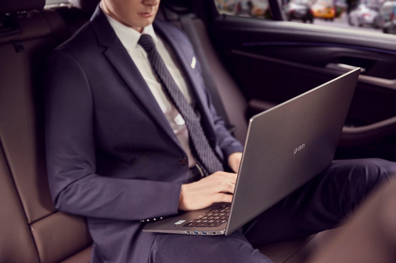 LG ra mắt loạt laptop LG Gram 2020 tại Việt Nam với pin tối đa 18,5 giờ, vẫn nhẹ dưới 1Kg, thêm chip Intel đời 10, giá từ 29 triệu