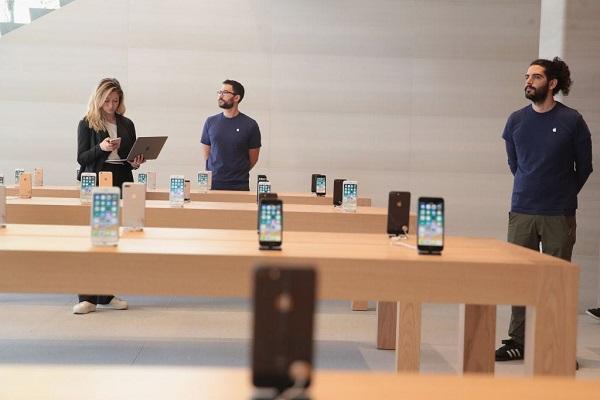 """Apple """"cho"""" nhân viên 100 USD để mua thiết bị làm việc tại nhà"""