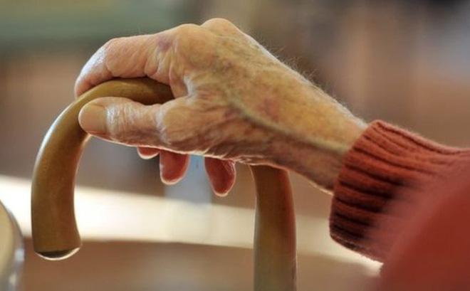 BBC: lo ngại một tài liệu hướng dẫn bác sĩ Anh không nhận bệnh nhân quá 75 tuổi, phải ký cam kết Không hồi sức