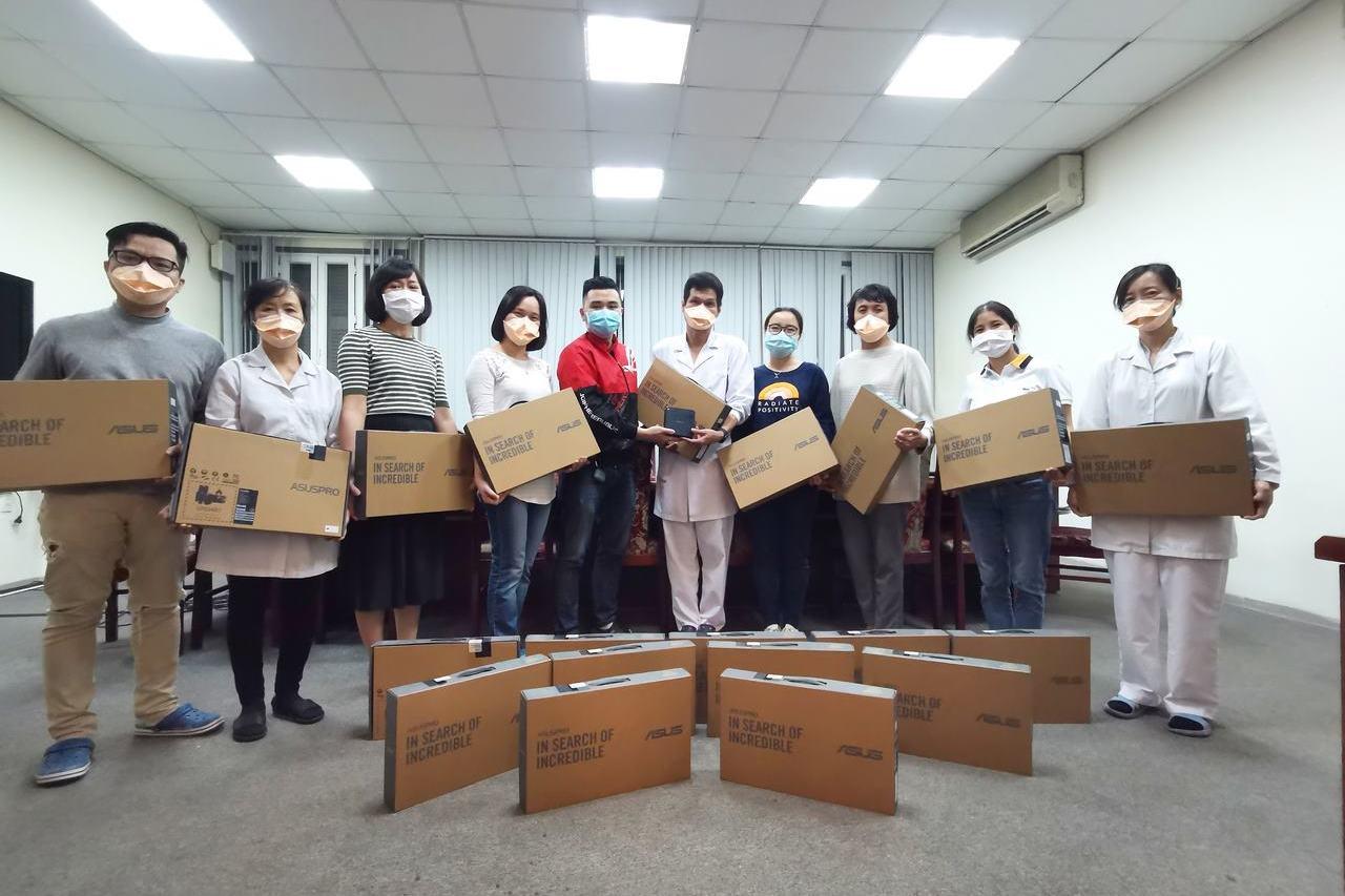 Asus tặng loạt thiết bị tổng trị giá 10.000 USD cho Viện Vệ sinh dịch tễ trung ương chống dịch Covid-19