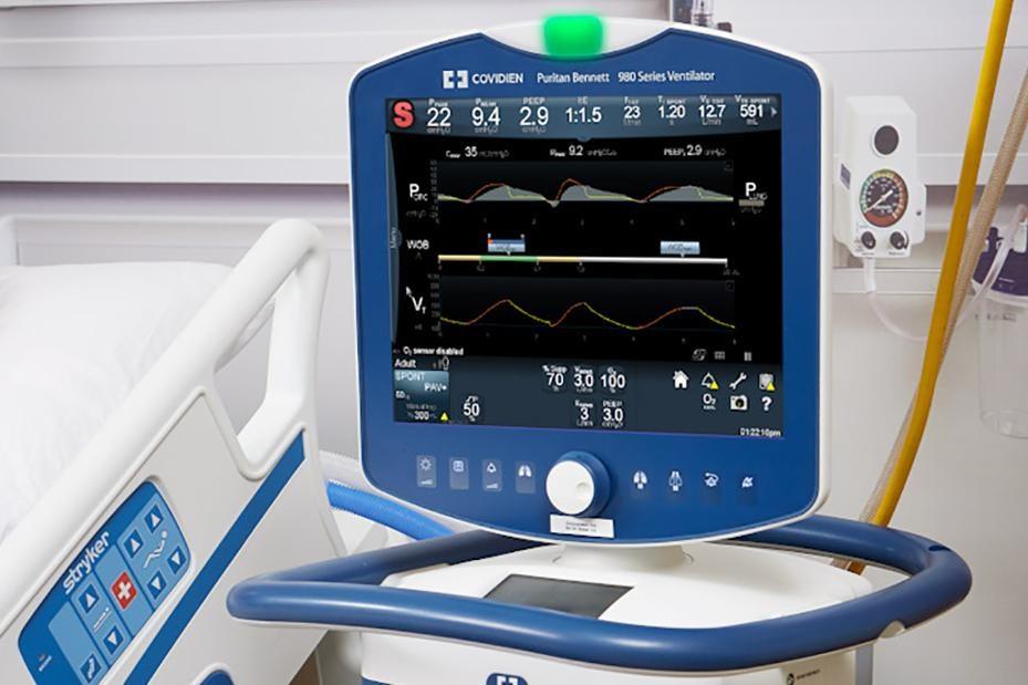 Một loại máy thở cao cấp của Medtronic. Các bộ phận được thiết kế chuyên biệt và được lắp ráp bởi các công nhân được đào tạo riêng (Ảnh: CNN)
