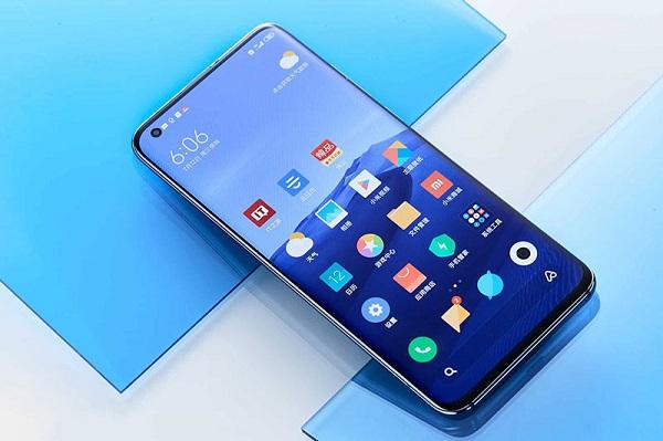 """Xiaomi """"cà khịa"""" Huawei trên hộp của Mi 10 Pro khi ám chỉ đến khả năng sử dụng các dịch vụ Google"""