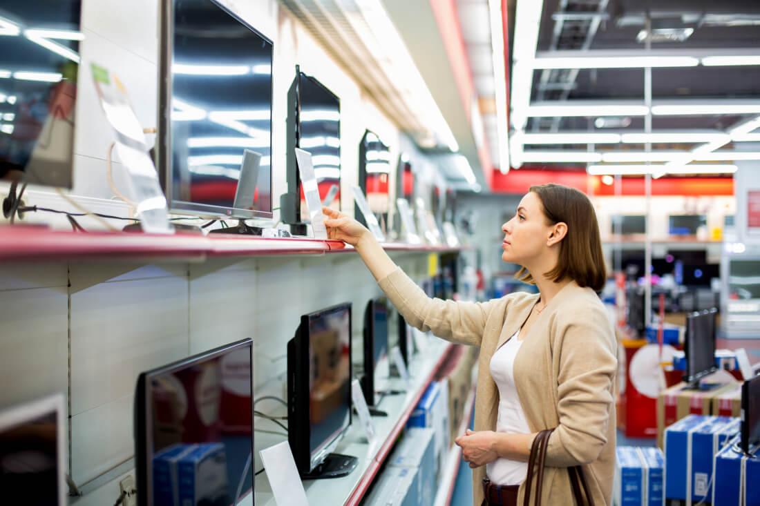 Vì sao bạn không nên ham rẻ khi mua TV mới?
