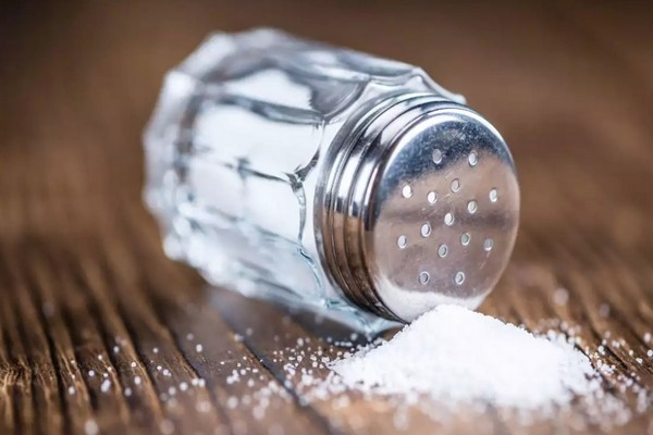 Nghiên cứu: Ăn nhiều muối làm suy yếu hệ miễn dịch, ngăn cản cơ chế tấn công vi khuẩn, virus