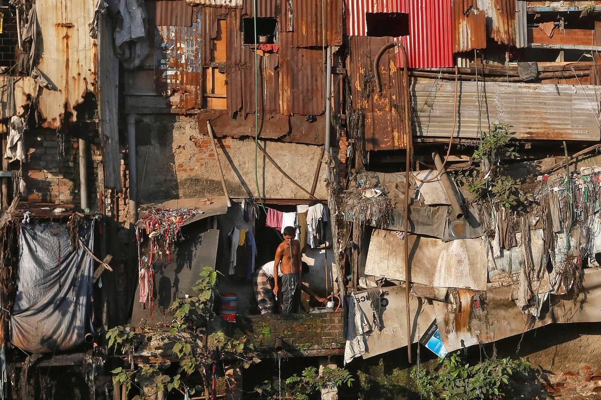 Ấn Độ 'nín thở' mong Covid-19 không bùng phát dữ dội ở khu ổ chuột lớn nhất đất nước