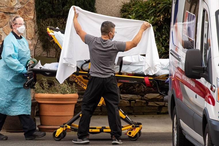 Thảm cảnh ở Mỹ: Bệnh nhân vừa vào viện đã khóc lóc, la hét đòi ra ngay vì quá đông người
