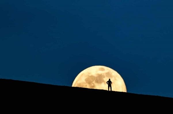 Tổng thống Trump ra sắc lệnh đào mỏ trên Mặt trăng