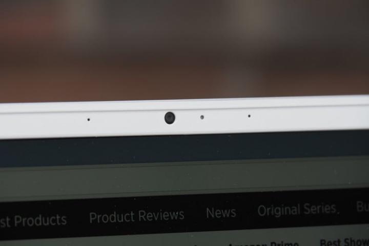 Dùng Zoom nhiều mới phát hiện ra một vấn đề lớn: webcam laptop tệ không thể tưởng