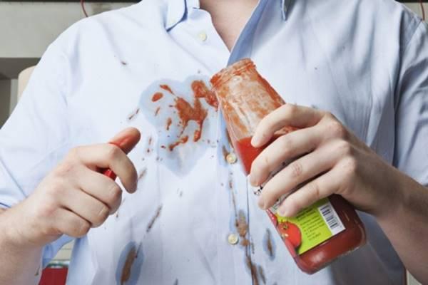 Bạn đã biết khi nào nên dùng nước nóng, khi nào thì dùng nước lạnh khi giặt vết bẩn?