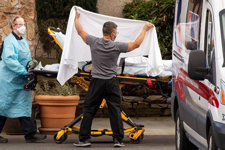Kỷ lục buồn tại Mỹ: hơn 2.000 người chết trong một ngày, đã có hơn nửa triệu người nhiễm Covid-19