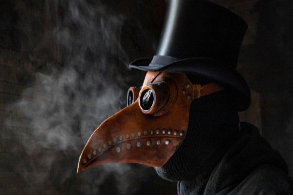 """Vì sao các bác sĩ dịch hạch ngày xưa lại tin dùng mặt nạ """"mỏ chim""""?"""