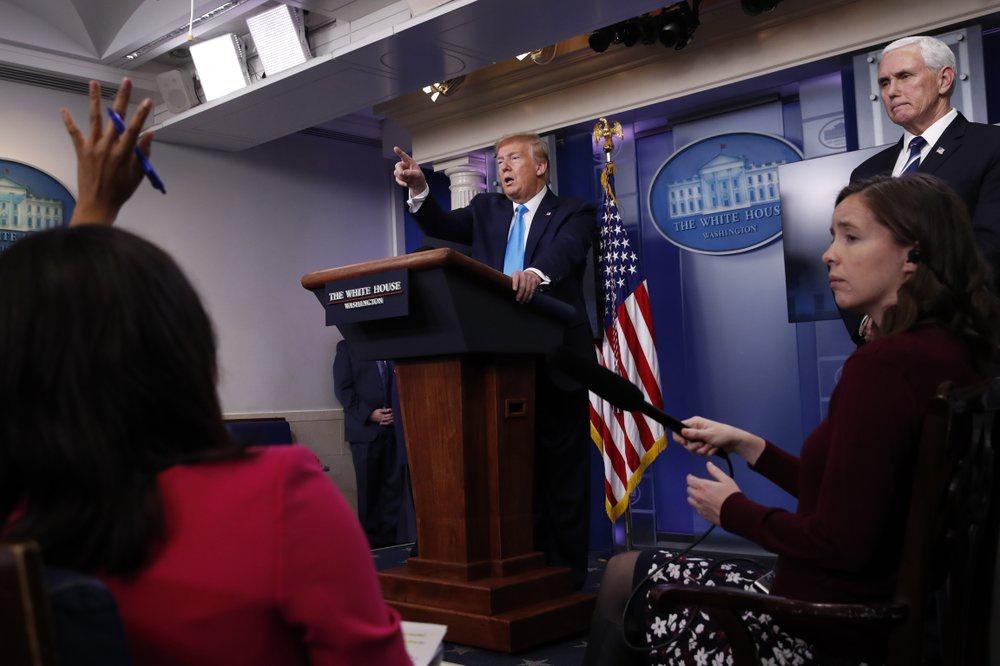 Tổng thống Trump tìm người đổ lỗi khi dịch bệnh diễn biến nghiêm trọng