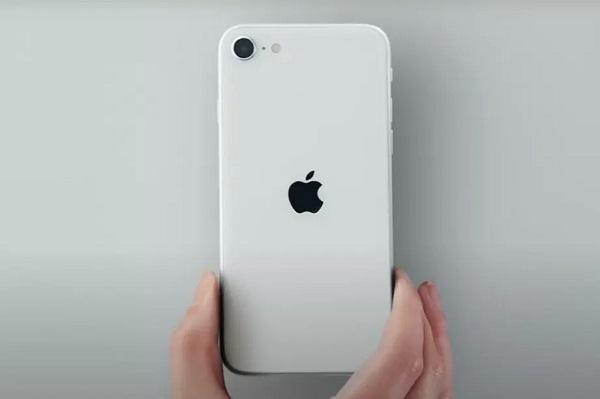 """iPhone SE là minh chứng cho thấy ngay cả những chiếc điện thoại """"nhỏ"""" cũng phải lớn theo thời gian"""