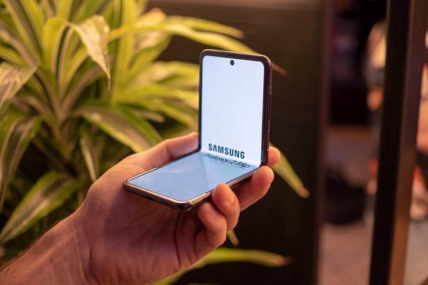 Xiaomi cũng đang phát triển smartphone gập giống Samsung Galaxy Z Flip?