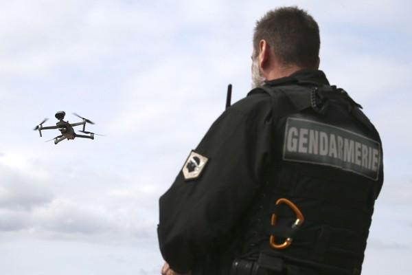 Cảnh sát Mỹ dùng drone phát hiện người nghi nhiễm Covid-19 cách 50m